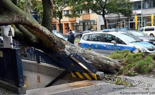 """В Европе из-за урагана """"Герварт"""" погибли 6 человек"""
