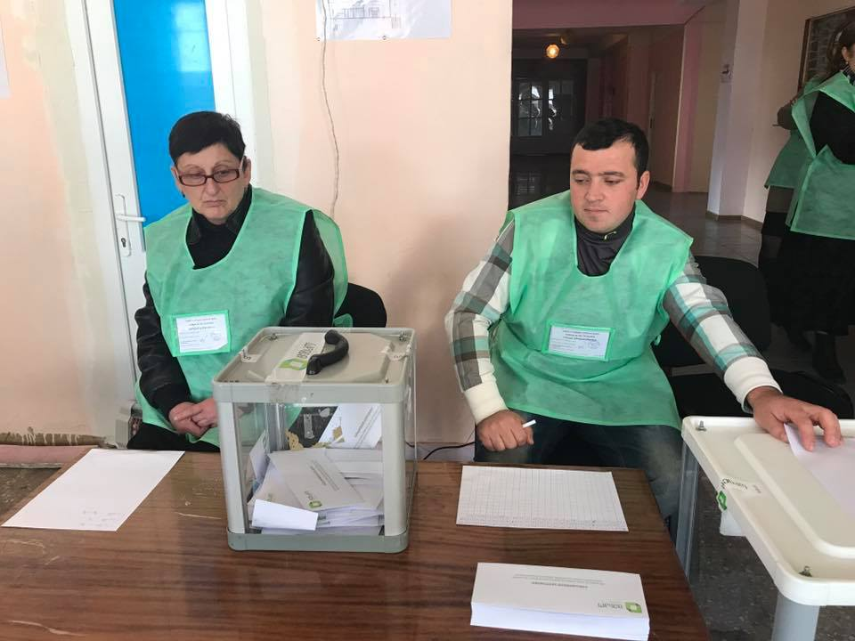 ქუთაისში, 76-ე საუბნო საარჩევნო კომისიაშიდარღვევა დაფიქსირდა