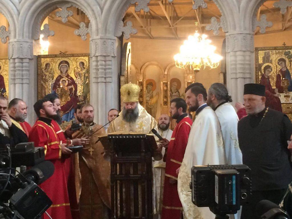 პატრიარქის მოსაყდრე - სასულიერო პირები ლოცულობენ ბათუმში დაღუპულთა სულების მოსახსენებლად