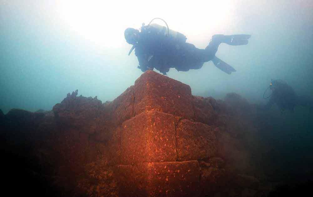 თურქეთში, ვანის ტბის ფსკერზე, 3000 წლის იდუმალი ციხესიმაგრე აღმოაჩინეს