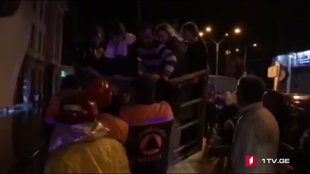 """ხანძრის გამო,ბათუმში სასტუმრო """"ლეოგრანდიდან"""" ევაკუაცია მიმდინარეობს [ვიდეო]"""