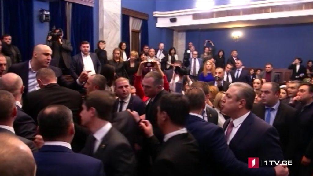 ქართული საპარლამენტო ცხოვრების გროტესკი და ტრაგედია