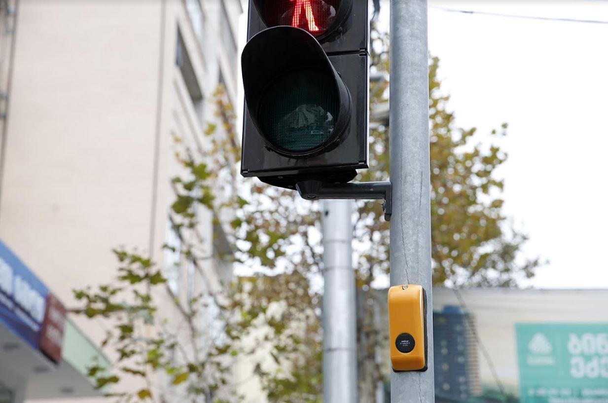 პეკინის ქუჩაზე შუქნიშნები ხმოვანი შეტყობინების მოწყობილობებით აღიჭურვა