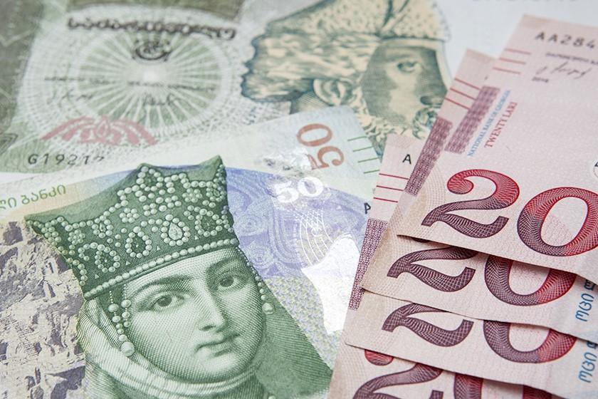 На фоне обесценивания турецкой лиры и российского рубля обесценивается и лари