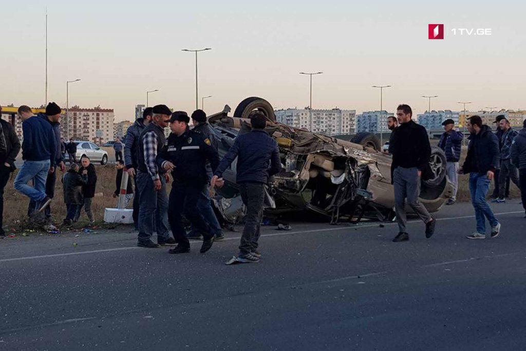 Ռուսթավիից Թբիլիսիի ուղղությամբ տեղաշարժվող ավտոմեքենան կողաշրջվել է