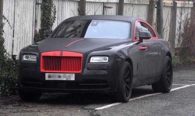 """ლუკაკუმ საკუთარი Rolls-Royce """"მანჩესტერის"""" ფერებში შეღება"""