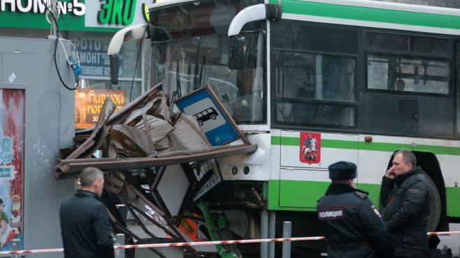 По предварительной информации, причина ДТП с автобусом в Москве произошла по вине водителя