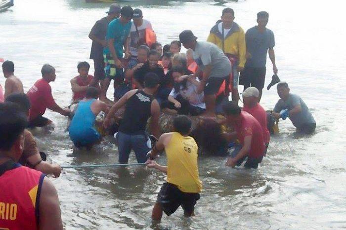 ფილიპინების სანაპიროსთან ბორანის ჩაძირვის შედეგად დაკარგულ შვიდ ადამიანს ამ დრომდე ეძებენ
