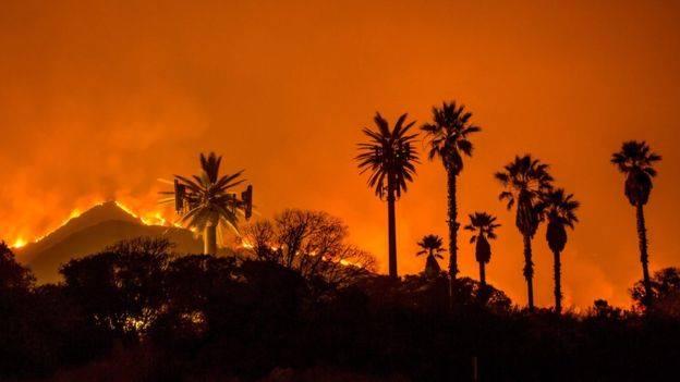 კალიფორნიაში ხანძრის ჩაქრობა კვლავ ვერ ხერხდება