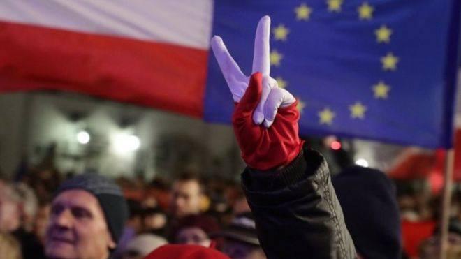 ევროკომისია დღეს პოლონეთის წინააღმდეგ სანქციების დაწესების საკითხს განიხილავს