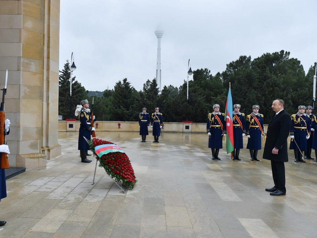 Ильхам Алиев почтил память погибших 20 января 1990 года