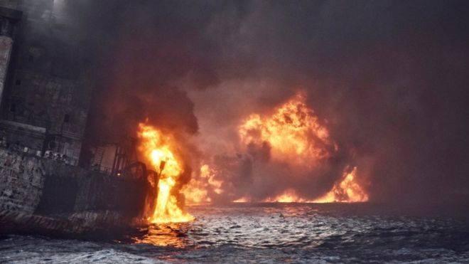 Şərqi Çində dənizdə bir həftə yanan tanker batdı