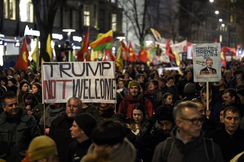 Dünya İqtisadi Forumuna Donald Trampın səfəri yürüyüşlə etiraz edildi