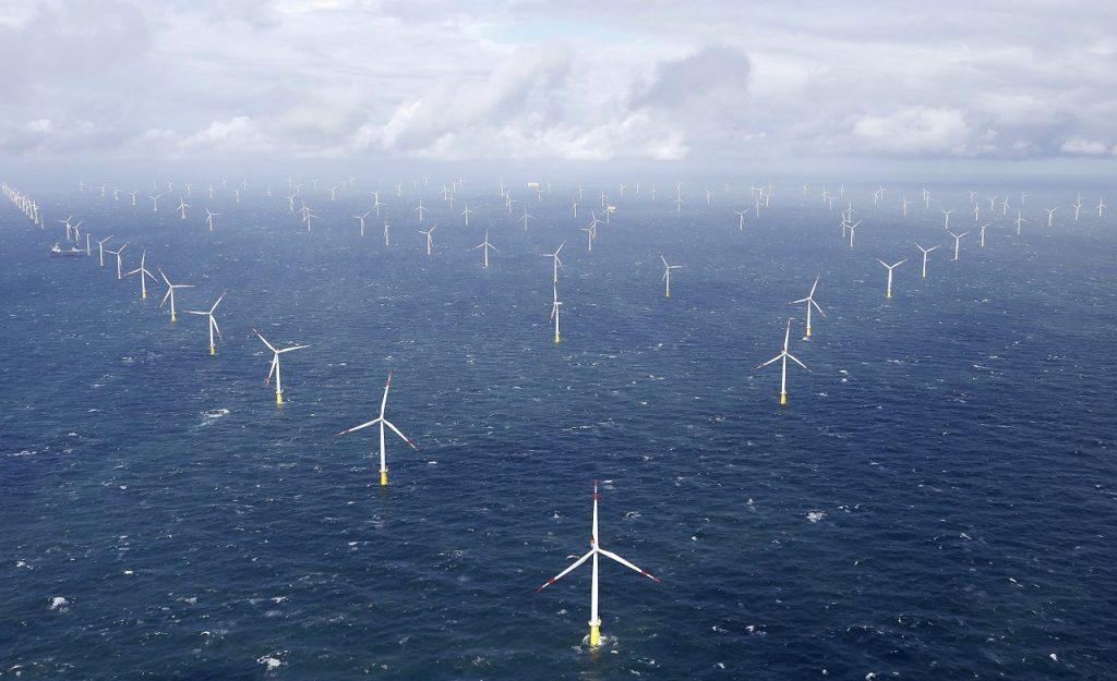 შობის პერიოდში, გერმანიამ იმდენი განახლებადი ენერგია გამოიმუშავა, რომ მოხმარებისთვის აბონენტებს ფულს უხდიდნენ