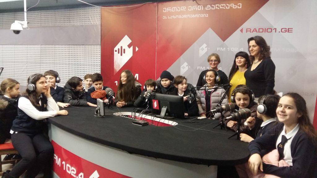 რადიოს მსოფლიო დღესთან დაკავშირებით, რადიო პირველ არხს მოსწავლეები ესტუმრნენ