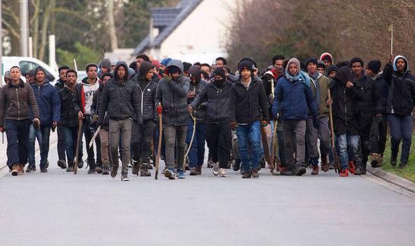 საფრანგეთში ავღანელ და ერიტრეელ მიგრანტებს შორის ჩხუბის შედეგად ათზე მეტი ადამიანი დაშავდა