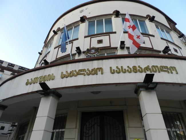 ბათუმის საქალაქო სასამართლომ ლანჩხუთის მუნიციპალიტეტის საკრებულოს თავმჯდომარის შვილს აღკვეთის ღონისძიების სახით პატიმრობა შეუფარდა