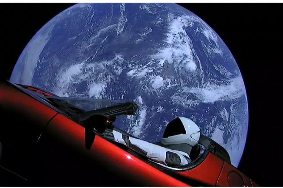 რა ბედი ელის ელონ მასკის ავტომობილს კოსმოსში