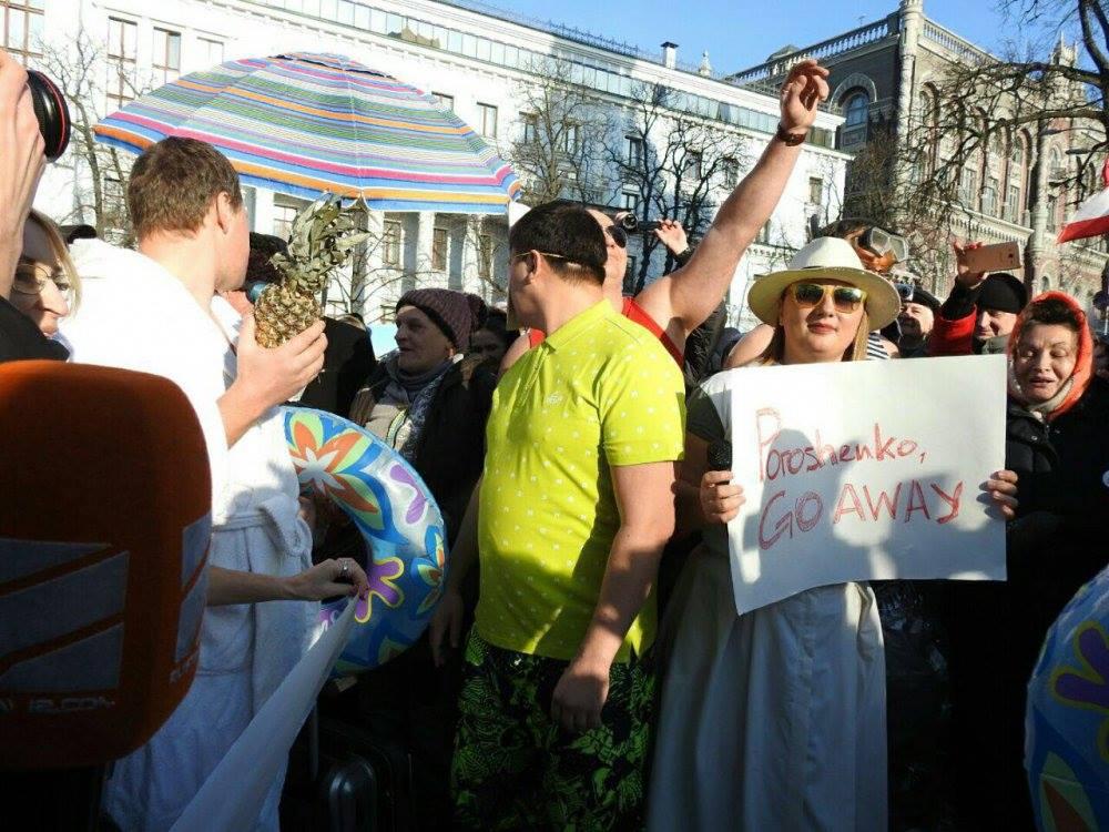 Сторонники Саакашвили опротестовали в Киеве отдых Порошенко на Мальдивах
