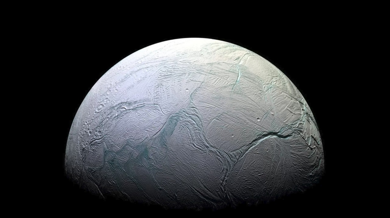 სატურნის მთვარე ენცელადზე კომპლექსური ორგანული მოლეკულები აღმოაჩინეს