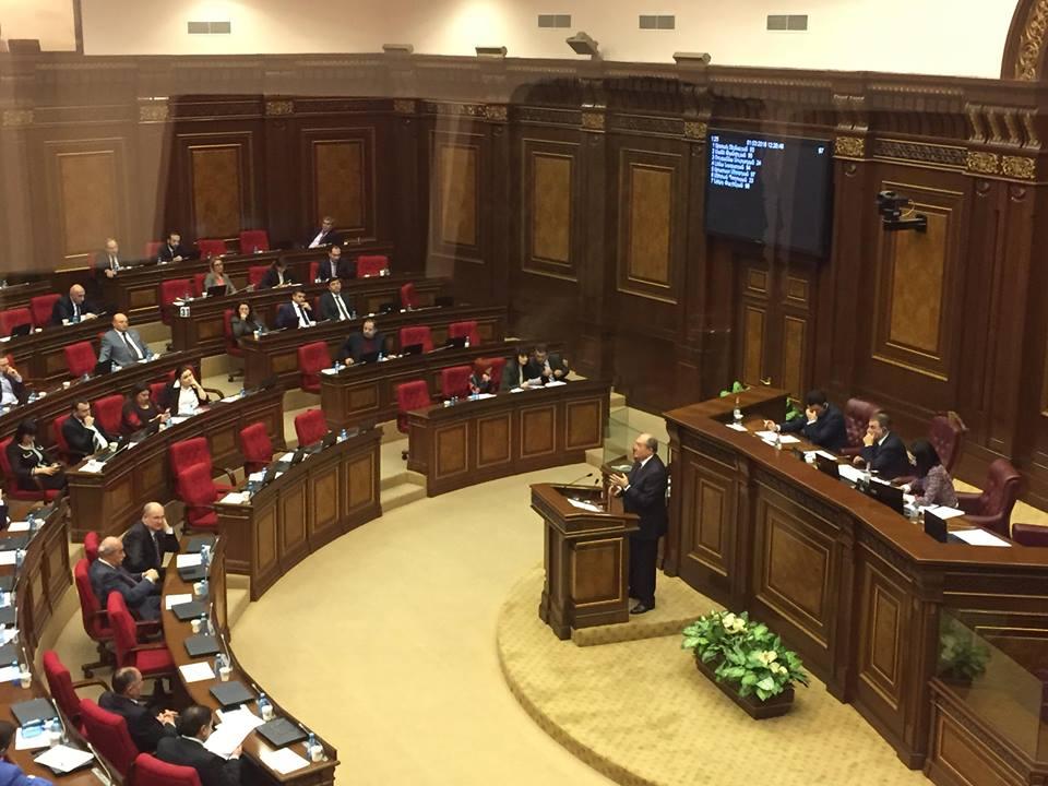 Հայաստանի ԱԺ-ում լսում են նախագահի թեկնածու Արմեն Սարգսյանին