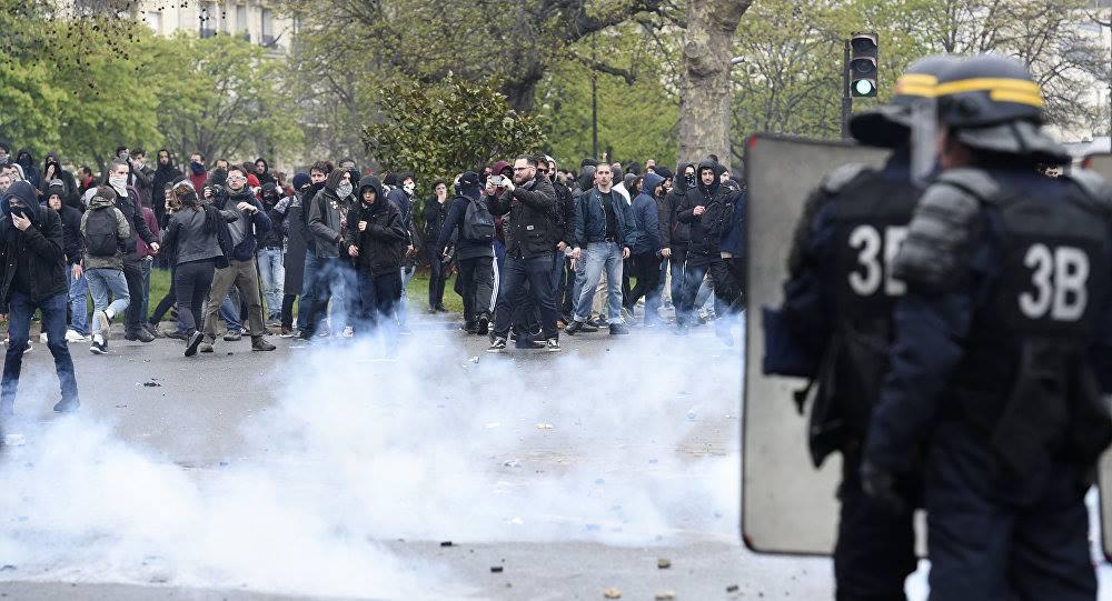 პარიზში საპროტესტო აქცია პოლიციასთან დაპირისპირების ფონზე მიმდინარეობს