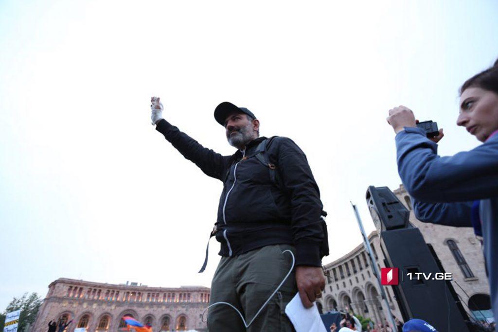 Никол Пашинян призывает премьера Армении, покинуть должность сегодня же