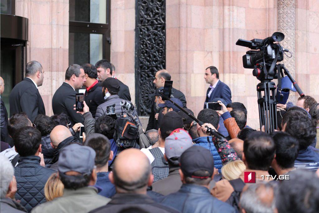 Սերժ Սարգսյանը հանդիպել է Նիկոլ Փաշինյանի հետ