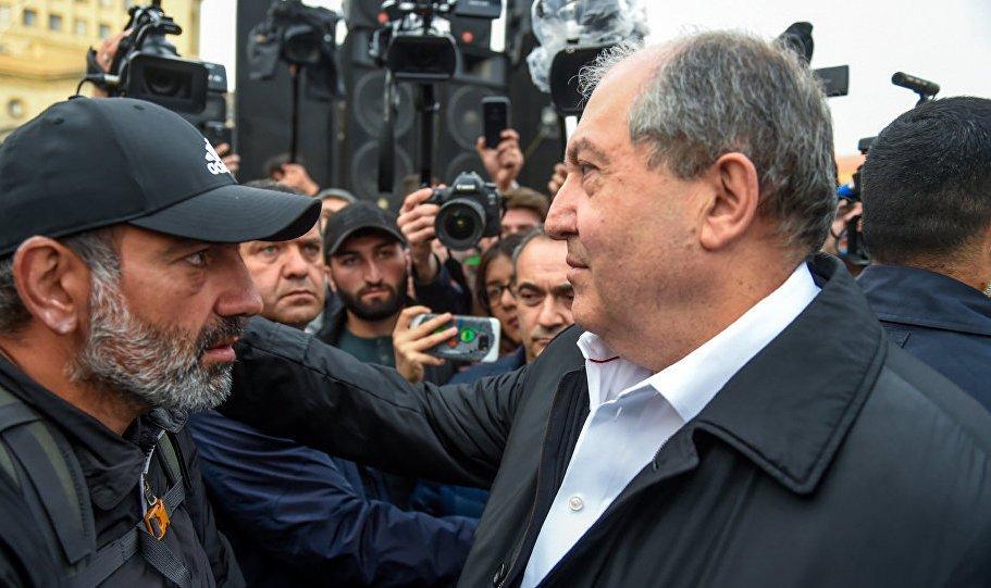 Երևանում, հանրապետության հրապարակում հավաքված ցուցարարներին այցելել է ՀՀ նախագահը