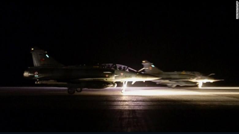 ოფიციალური ინფორმაციით, საფრანგეთის სამხედრო საჰაერო ძალებმა სირიაში 12 რაკეტა ჩამოაგდეს