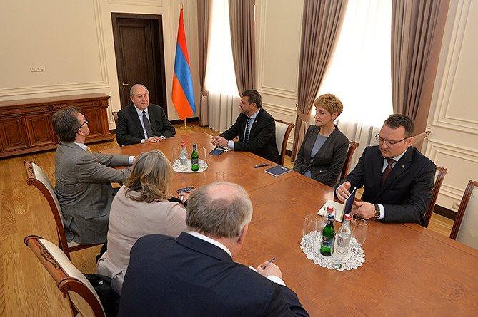 Արմեն Սարգսյանը հանդիպել է Լեհաստանի, Չեխիայի, Հունաստանի, Բուլղարիայի և Շվեյցարիայի դեսպաններին