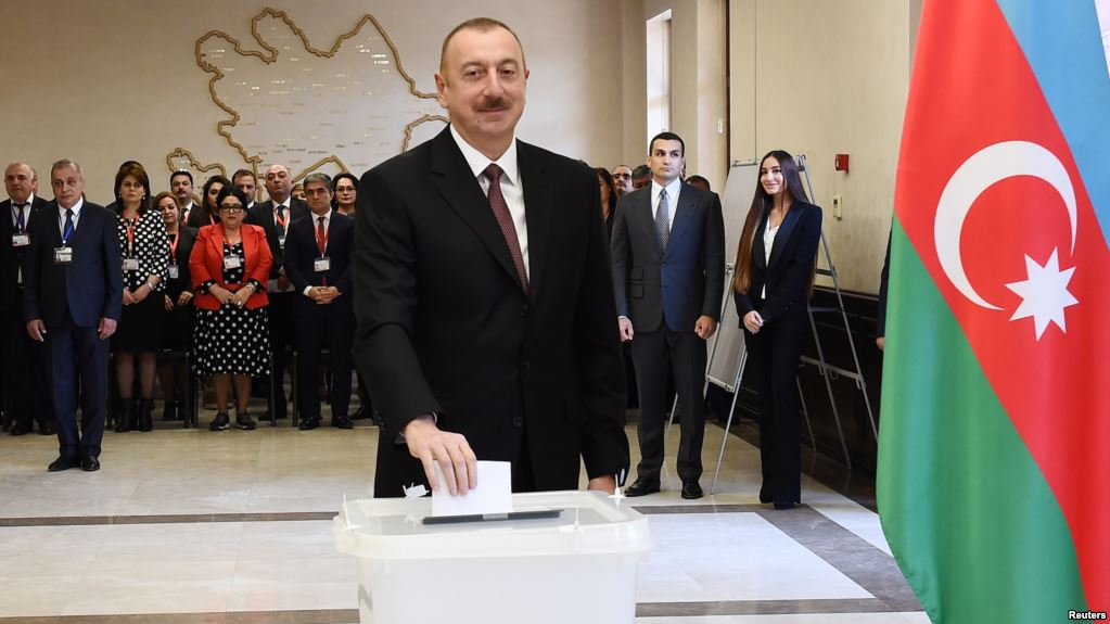 Согласно экзит-полу, на президентских выборах в Азербайджане лидирует Ильхам Алиев с 82,71% голосов