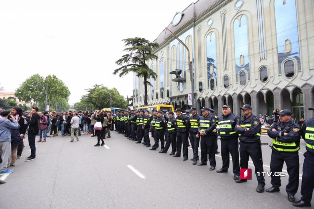 Ոստիկանությունը ցուցարարներին զիջել է Ռուսթավելու պողոտայի ավտոճանապարհի մի մասը