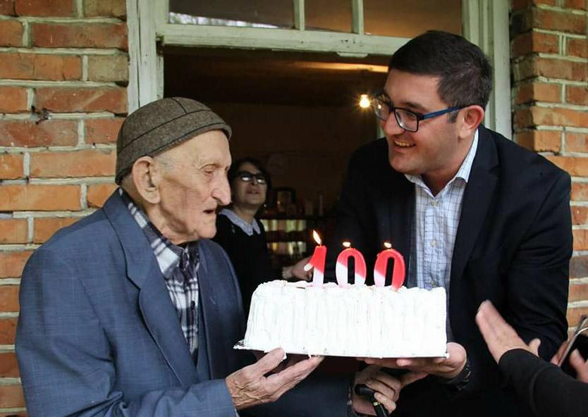 მარტვილში, მეორე მსოფლიო ომის ვეტერანს 100 წლის იუბილე მიულოცეს