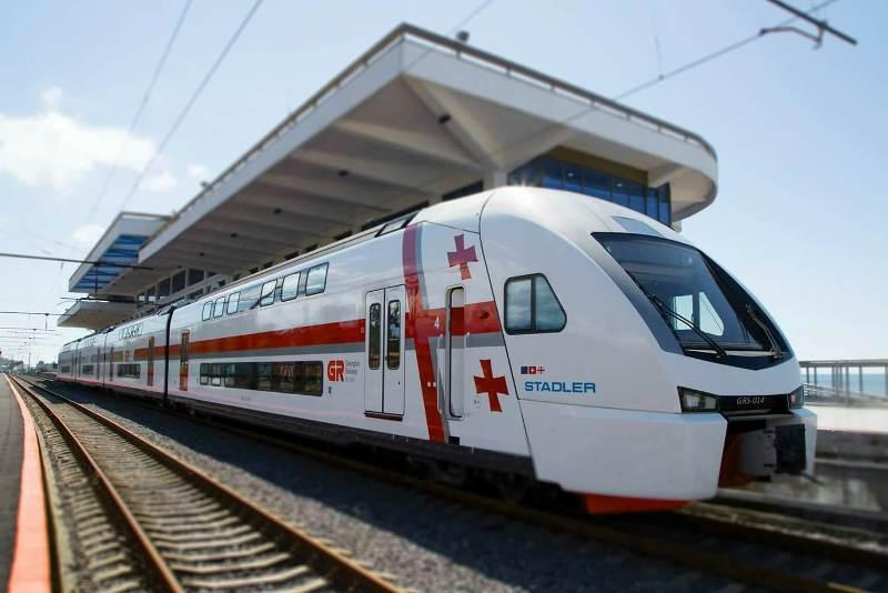 საქართველოს რკინიგზა -შტადლერის ორსართულიანი მატარებელიდაუდგენელმა პირებმა დააზიანეს