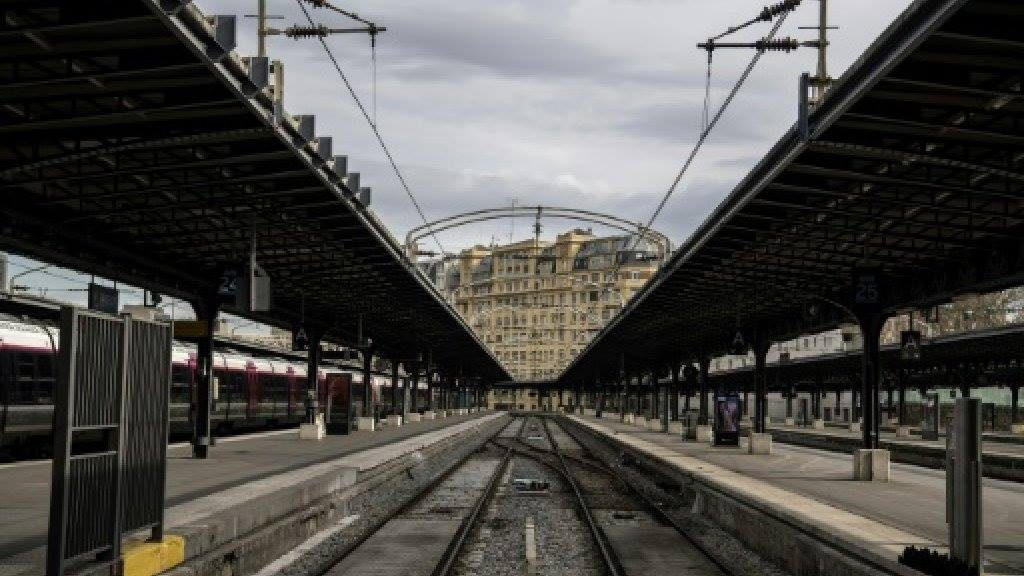 საფრანგეთში საჯარო მოხელეები სამუშაო ადგილების შემცირებას აპროტესტებენ