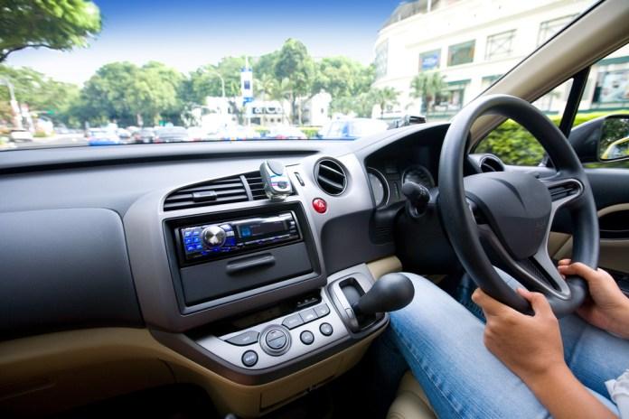ეკონომიკის სამინისტროში განმარტავენ, როგორ გაივლიან პერიოდულ ტექნიკურ ინსპექტირებას მარჯვენასაჭიანი ავტომობილები