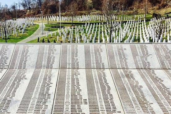 ბოსნია და ჰერცეგოვინაში სრებრენიცას ტრაგედიის 23-ეწლისთავი აღინიშნება