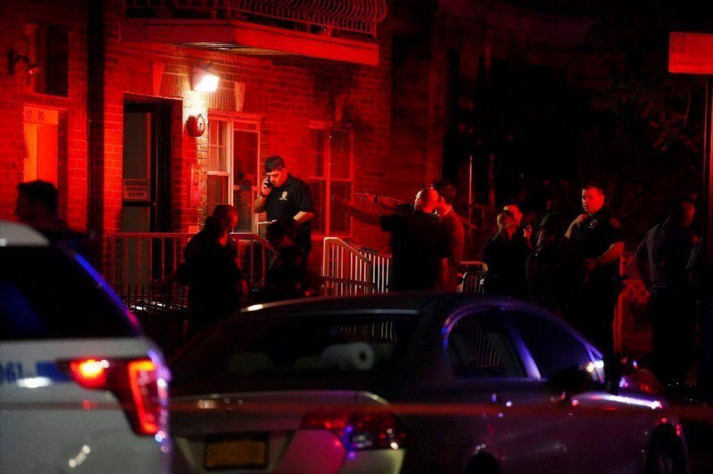 ნიუ-იორკში, ერთ-ერთ საცხოვრებელ ბინაში ოთხი ადამიანი გარდაცვლილი იპოვეს