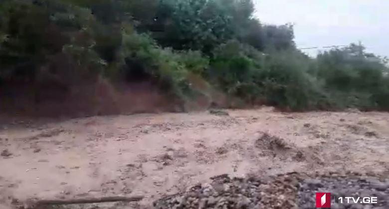 კახეთშიძლიერი წვიმის შედეგად მდინარეები და ხევები ადიდდა [ვიდეო]