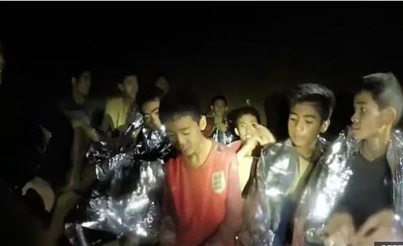 BBC - დაუდასტურებელი ცნობით, მაშველებმა მღვიმეში ჩარჩენილი ორი ბიჭი გადაარჩინეს