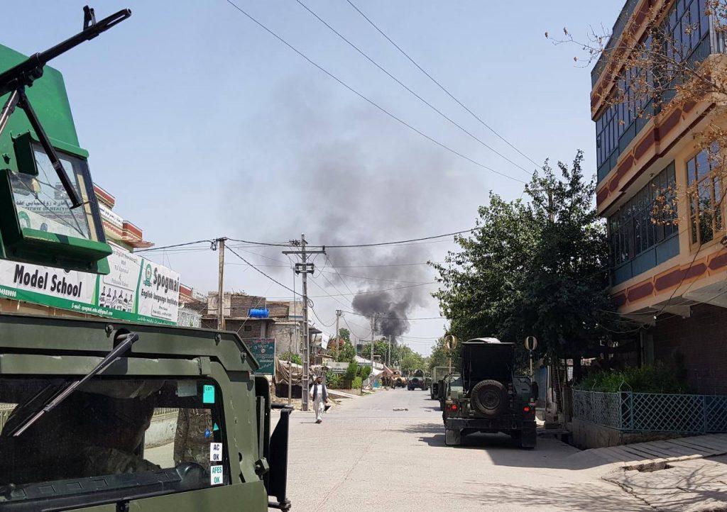 В афганском городе Джалалабад с утра идет стрельба