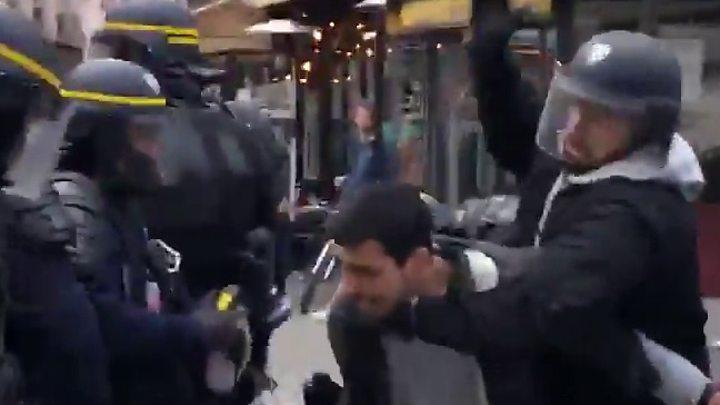 საფრანგეთში დააკავეს პოლიციელები, რომელთაც მაკრონის თანაშემწის მიერ დემონსტრანტების ცემის ამსახველი ვიდეოს გავრცელებაში ადანაშაულებენ