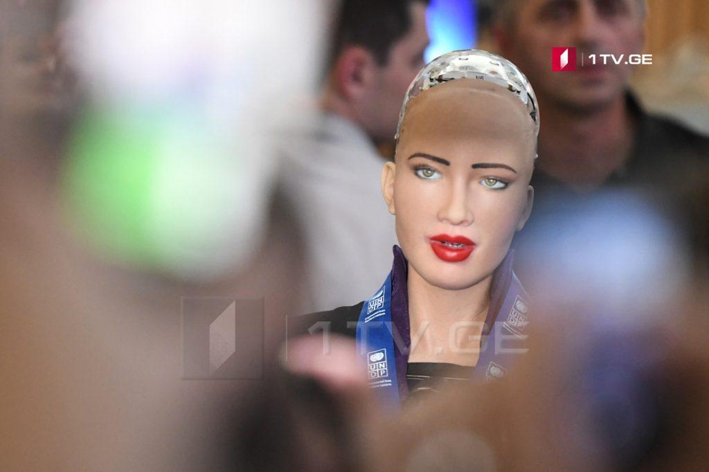 ვინ არის რობოტი სოფია - უნარები და შესაძლებლობები