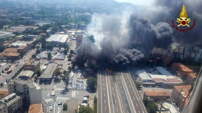 В результате взрыва в Болонье два человека погибли, пострадали более 60 человек