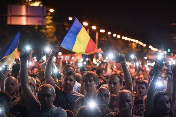 რუმინეთის დედაქალაქში მთავრობის გადადგომა 40 ათასამდე ადამიანმა მოითხოვა