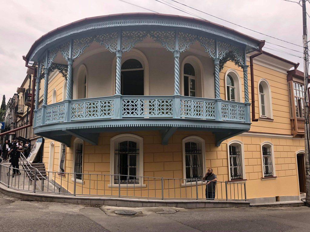 თბილისში, შალვა დადიანის 34 ნომერში მდებარე საცხოვრებელი სახლის რეაბილიტაცია დასრულდა