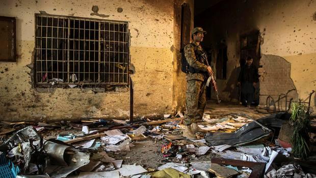 პაკისტანის ჩრდილოეთით 12 სკოლას თავს დაესხნენ