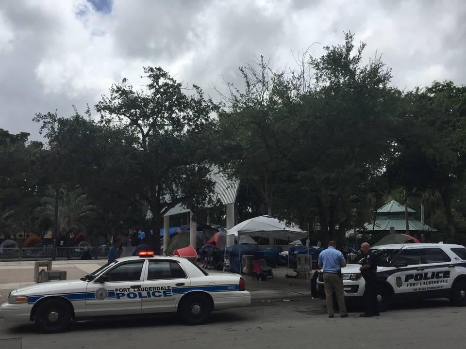 ფლორიდაში, ბიბლიოთეკასთან მამაკაცი იარაღიდან გასროლით დაჭრეს