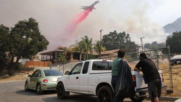 В США в общей сложности бушует более 100 пожаров - Пожарникам помогают армия и заключенные